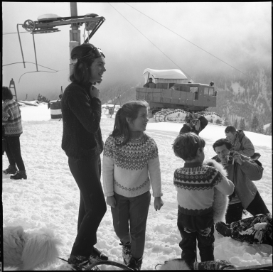 Jackie Kennedy and family skiing